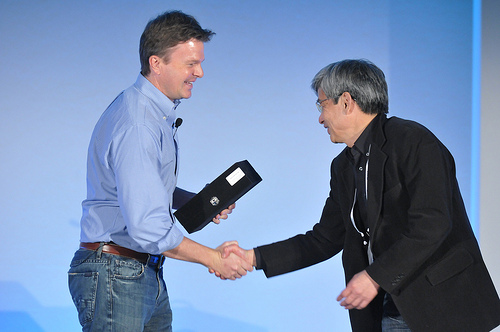 Date-san Accepts Award at LinuxCon Europe